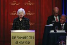La presidenta de la Reserva Federal de Estados Unidos, Janet Yellen, habla al Club Económico de Nueva York, en Nueva York. 29 de marzo de 2016. La Reserva Federal quiso responder de forma proactiva a un debilitamiento de las proyecciones del crecimiento económico mundial desde diciembre, una preocupación que jugó un rol en la decisión de la Fed de dejar estables las tasas de interés en marzo, dijo el martes la jefa del banco central estadounidense. REUTERS/Lucas Jackson