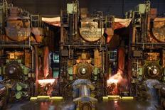 La production industrielle allemande a baissé de 0,5% en février, un recul moins marqué que prévu. Le ministère de l'Economie considère que le secteur a plutôt bien commencé 2016. /Photo prise le 3 mars 2016/REUTERS/Fabian Bimmer