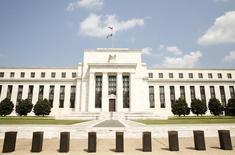 El edificio de la Reserva Federal de Estados Unidos, en Washington. 1 de septiembre de  2015. Los funcionarios de la Reserva Federal de Estados Unidos debatieron el mes pasado si era necesaria un alza de tasas en abril, pero se impuso el consenso de que los riesgos por una desaceleración económica mundial justificaban una actitud cauta. REUTERS/Kevin Lamarque
