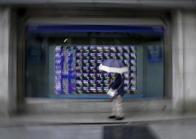 4月7日、東京株式市場で日経平均は8日ぶりに反発。写真は都内で昨年9月撮影(2016年 ロイター/Issei Kato)