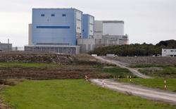 Des ingénieurs et dirigeants d'EDF ont exprimé leur confiance dans la capacité du groupe à mener à bien le projet controversé de centrale nucléaire d'Hinkley Point (photo), en expliquant notamment qu'il bénéficierait du retour d'expérience des autres réacteurs de type EPR en cours de construction. /Photo d'archives/REUTERS/Suzanne Plunkett