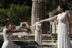 Cerimônia de acendimento da tocha dos Jogos Olímpicos na cidade de Olímpia.   29/09/2013       REUTERS/Yorgos Karahalis