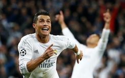 Cristiano Ronaldo comemora gol do Real Madrid contra o Wolfsburg.  12/4/16.  Reuters/Juan Medina