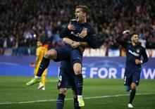 Griezmann comemora gol do Atlético de Madri sobre o Barcelona. 13/4/16. Reuters/Sergio Perez