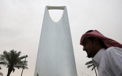 A man walks past the Kingdom Centre Tower in Riyadh, Saudi Arabia April 12, 2016. REUTERS/Faisal Al Nasser