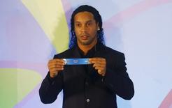 Ronaldinho participa de sorteio de grupos do futebol na Olimpíada do Rio.  14/4/16.  REUTERS/Ricardo Moraes