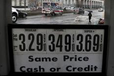 Fuel prices are displayed on a pump at a Mobil gas station in the Brooklyn borough of New York February 3, 2016.  REUTERS/Brendan McDermid