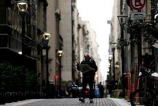 Quartier des affaires à Buenos Aires'. L'Argentine a lancé mardi un emprunt de 16,5 milliards de dollars (14,53 milliards d'euros) en quatre tranches, avec un livre d'ordres dépassant les 68 milliards de dollars (60 milliards d'euros) pour son retour sur le marché obligataire international après quinze ans d'absence. /Photo prise le 18 avril 2016/REUTERS/Marcos Brindicci