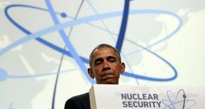 Президент США Барак Обама на пресс-конференции в рамках саммита по ядерной безопасности в Вашингтоне. 1 апреля 2016 года. США предложат Токио организовать визит президента Барака Обамы в Хиросиму, сообщила японская газета Nikkei в пятницу. Это станет первой поездкой действующего президента США в город, разрушенный ядерной бомбардировкой американских ВВС 71 год назад. REUTERS/Kevin Lamarque