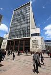 A wEl edificio del Banco Central de Colombioa en Bogotá, abr 7 2015. El Banco Central de Colombia incrementaría su tasa de interés en 25 puntos base en sus reuniones de este y el próximo mes, debido a que las expectativas de inflación se siguen acelerando, reveló el viernes un sondeo de Reuters.   REUTERS/Jose Miguel Gomez