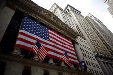 La Bourse de New York a terminé sur une note irrégulière vendredi, des résultats de sociétés jugés décevants ayant amoindri les répercussion des bienfaits d'une hausse des cours pétroliers sur les valeurs de l'énergie.  /Photo d'achives/REUTERS/Eric Thayer