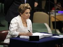 Presidente Dilma Rousseff assina acordo sobre clima em Nova York. 22/4/2016. REUTERS/Carlo Allegri
