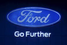 El logo de Ford fotografiado en Bangkok, Tailandia. 22 de marzo de 2016. Ford Motor Co reportó el jueves un alza de 113 por ciento en su ganancia trimestral y un récord para la compañía en su margen operativo a nivel mundial y América del Norte. REUTERS/Chaiwat Subprasom