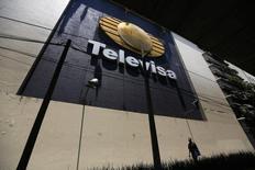 El mexicano Grupo Televisa, el mayor operador de TV abierta del país y un operador emergente en el mercado de las telecomunicaciones, dijo el jueves que sus ganancias del primer trimestre se contrajeron en un 59 por ciento a tasa interanual, principalmente por un comparativo desfavorable. Imagen del logo de Televisa en su sede de San Angel en Ciudad de México el 29 de abril de 2014. REUTERS/Tomas Bravo