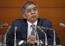 El gobernador del Banco de Japón, Haruhiko Kuroda, en una conferencia de prensa en la sede del banco central en Tokio, Japón. 15 de marzo de 2016. El gobernador del Banco de Japón, Haruhiko Kuroda, dijo el lunes que las ganancias del yen podrían tener efectos adversos sobre la economía del país y la inflación. REUTERS/Toru Hanai