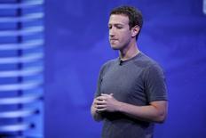 El fundador y presidente de Facebook, Mark Zuckerberg, durante una conferencia en San Francisco, Estados Unidos. 12 de abril de 2016. El presidente ejecutivo de Facebook Inc, Mark Zuckerberg, pidió el martes a los brasileños que firmen una petición o que acudan al Congreso para evitar que el servicio de mensajería WhatsApp de su compañía sea bloqueado nuevamente. REUTERS/Stephen Lam