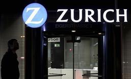 Zurich Insurance a renoué avec les profits au premier trimestre grâce à des résultats meilleurs qu'attendu dans son activité d'assurance généraliste /Photo d'archives/REUTERS/Thomas Hodel