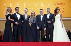 "Director Jodie Foster (C) and cast members Julia Roberts, Dominic West, Caitriona Balfe, Jack O'Connell, George Clooney and his wife Amal Alamuddin pose on the red carpet as they arrive for the screening of the film ""Money Monster"" out of competition at the 69th Cannes Film Festival in Cannes, France, May 12, 2016.  REUTERS/Jean-Paul Pelissier"