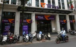 A man rides a motorcycle past the Vietnamese commercial Tien Phong bank in Hanoi May 13, 2016. REUTERS/Kham
