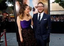 "Seth Rogen e Rose Byrne promovem ""Vizinhos 2"" em Los Angeles. 16/5/2016.   REUTERS/Mario Anzuoni"