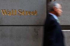 Wall Street a terminé la première séance de la semaine sans grand changement, dans un contexte d'interrogation permanente sur le calendrier d'évolution des taux directeurs de la Réserve fédérale. /REUTERS/Eric Thayer