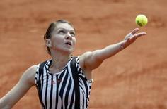 Tennis - French Open - Roland Garros - Simona Halep of Romania v Kazakhstan's Zarina Diyas - Paris, France - 25/05/16. Halep serves. REUTERS/Jacky Naegelen