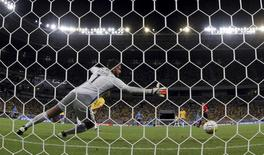 Goleiro Alisson durante partida contra Uruguai.    25/03/2016        REUTERS/Paulo Whitaker