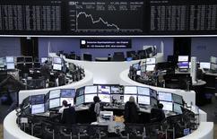 Биржа Франкфурта-на-Майне. Европейские фондовые рынки разнонаправленны в четверг на фоне ослабления банковских акций после недавнего ралли, а также скачка сырьевого сектора, так как нефть Brent достигла отметки $50 за баррель впервые с ноября. REUTERS/Staff