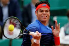Tennis - French Open - Roland Garros - Milos Raonic of Canada v Albert Ramos-Vinola of Spain - Paris, France - 29/05/16. Milos Raonic returns the ball.  REUTERS/Pascal Rossignol