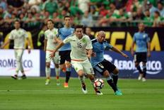 Jun 5, 2016; Glendale, AZ, USA; Mexico midfielder Hector Herrera (16) makes a run against Uruguay midfielder Egidio Arevalo (17) during the first half during the group play stage of the 2016 Copa America Centenario at University of Phoenix Stadium. Mandatory Credit: Joe Camporeale-USA TODAY Sports