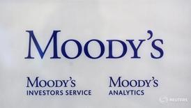 Логотип Moody's Investor Services в офисе в Париже 24 октября 2011 года. Восстановление российской экономики пока не может привести к стабилизации прогноза суверенного рейтинга страны, сообщило рейтинговое агентство Moody's во вторник. REUTERS/Philippe Wojazer