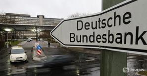 A sign is seen outside the headquarters Germany's federal bank Deutsche Bundesbank in Frankfurt, in this February 4, 2013 file photo. REUTERS/Kai Pfaffenbach