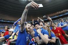 Aron Gunnarsson comemora após vitória da Islândia na Euro. 22/6/16.       REUTERS/Darren Staples