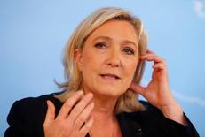 Марин Ле Пен выступает на пресс-конференции в Вене. Французская ультраправая партия Национальный фронт в пятницу призвала к проведению во Франции референдума о членстве в ЕС, ответив ликованием на Brexit и надеясь, что он усилит поддержку евроскептиков во Франции. REUTERS/Heinz-Peter Bader