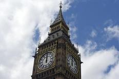 Часы Биг Бен в Лондоне. Британцы проголосовали за выход из Европейского союза, и это решение спровоцировало в пятой крупнейшей экономике мира существенную неуверенность в отношении перспектив роста и привлекательности для инвесторов, а также может нанести удар по другим экономикам в Европе и за её пределами.   REUTERS/Toby Melville