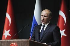 Владимир Путин на пресс-конференции в Анкаре.  Кремль во вторник предупредил о том, что не стоит думать, что напряженные отношения Москвы и Анкары возможно восстановить за несколько дней, после того как президент Турции извинился за сбитый российский самолет. REUTERS/Mikhail Klimentyev/RIA Novosti/Kremlin