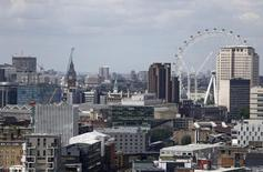 La croissance économique en Grande-Bretagne a bien été de 0,4% au premier trimestre par rapport aux trois derniers mois de 2015, annonce jeudi l'Office national de la statistique, conformément à sa précédente estimation et au consensus des économistes. /Photo prise le 28 juin 2016/REUTERS/Neil Hall