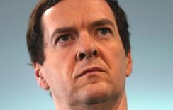 El ministro de Finanzas británico, George Osborne, en la cumbre de presidentes ejecutivos de The Times en Londres, jun 28, 2016. Reino Unido anunció planes para rebajar sus impuestos a las corporaciones a menos del 15 por ciento en un intento de aliviar el impacto de la decisión de abandonar la Unión Europea, aumentando la posibilidad de recortes competitivos similares en todo el bloque.   REUTERS/Neil Hall/File Photo