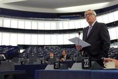 Le président de la Commission européenne, Jean-Claude Juncker, au Parlement européen à Strasbourg. La CE estime mardi que les parlements nationaux doivent se prononcer sur l'accord de libre-échange entre l'Union européenne et le Canada (CETA). Cette décision est destinée à parer aux critiques de ceux qui jugent de tels accords trop confidentiels et profitables aux seules multinationales. /Photo prise le 5 juillet 2016/REUTERS/Vincent Kessler