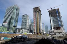 A condominium construction site is seen in Toronto, in this March 11, 2014 file photo. REUTERS/Aaron Harris