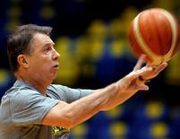 Técnico Rubén Magnano, durante treino do basquete masculino do Brasil, em São Paulo  7/7/2016 REUTERS/Paulo Whitaker