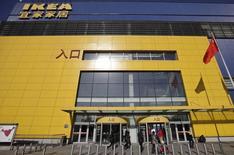 Ikea rappelle 1,66 million de commodes en Chine en raison des risques que peuvent poser les meubles pour les enfants s'ils ne sont pas fixés aux murs correctement/Photo d'archives/REUTERS/Petar Kujundzic