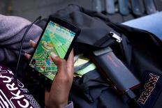 Le nouveau jeu pour smartphones Pokemon Go a été utilisé par quatre adolescents du Missouri, dans le centre des Etats-Unis, pour agresser une dizaine de personnes et leur voler de l'argent. /Photo d'archives/REUTERS/Mark Kauzlarich