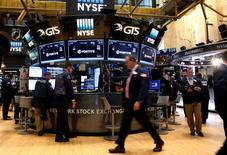 Traders work on the floor of the New York Stock Exchange (NYSE) in New York City, U.S., July 12, 2016.  REUTERS/Brendan McDermid