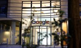 Les autorités européennes de la concurrence ont formellement accusé jeudi Google d'abus de position dominante sur le marché de la recherche sur internet, le troisième dossier antitrust ouvert à Bruxelles à l'encontre du groupe américain. /Photo prise le 11 juillet 2016/REUTERS/Morris Mac Matzen