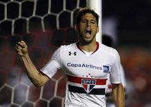 Calleri comemora gol do São Paulo na Libertadores. 5/4/16.  REUTERS/Paulo Whitaker