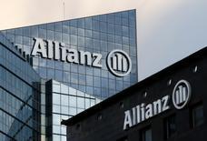 Allianz a mis de côté 2,5 à trois milliards d'euros pour des acquisitions dans la zone euro cette année, somme qui sera consacrée à des rachats de titres si aucune cible ne se présente, a déclaré le directeur financier, Dieter Wemmer. /Photo prise le 2 mars 2016/REUTERS/Jacky Naegelen