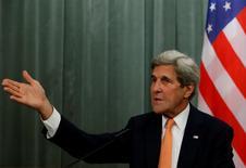 El Secretario de Estado estadounidense, John Kerry, durante una conferencia de prensa con el ministro del exterior ruso, Sergei Lavrov, tras reunirse en Moscú, Rusia. 15 de julio de 2016. Estados Unidos está comprometido en concluir un acuerdo de libre comercio con la Unión Europea este año y cree que es incluso más importante después de que los británicos votaron a favor de salir de la Unión Europea, dijo el lunes el secretario de Estado John Kerry. REUTERS/Sergei Karpukhin