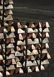 Un cargamento de cobre en el puerto chileno de Valparaíso, jun 29, 2009. El cobre subió el lunes ante la debilidad del dólar, aunque el avance fue limitado luego de que alzas marginales en los precios de las viviendas en China alentaron preocupaciones sobre la demanda en el mayor consumidor mundial de metales.    REUTERS/Eliseo Fernandez
