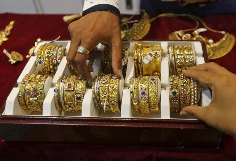 Gold recovers after hitting three-week low; ECB in focus | Reuters